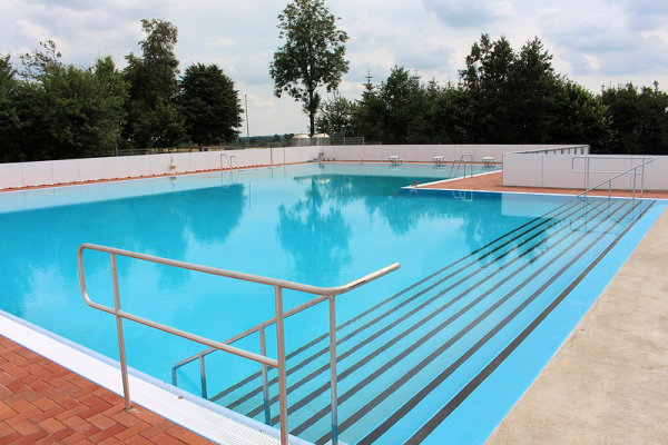 Schwimmbad Eröffnung