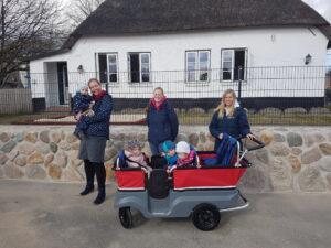 Krippenbus mit den ersten Krippenkindern
